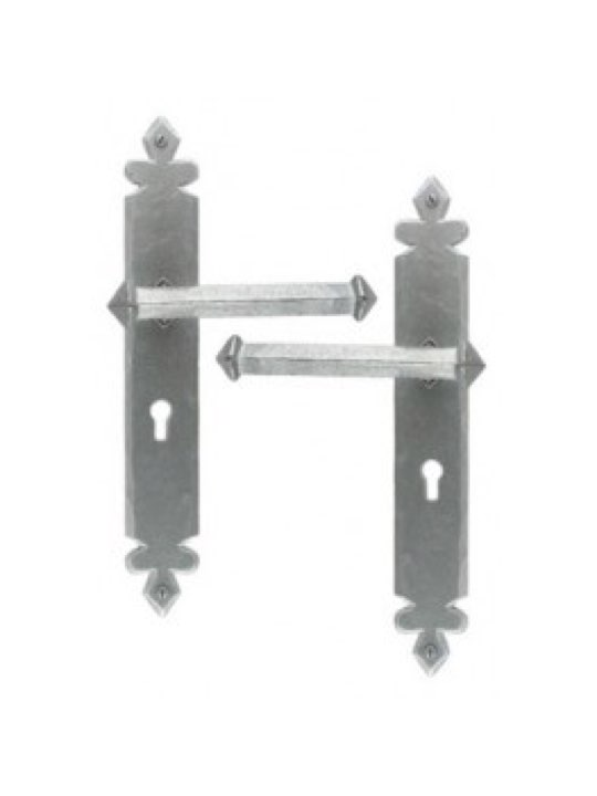 Tudor Lever Lock Set