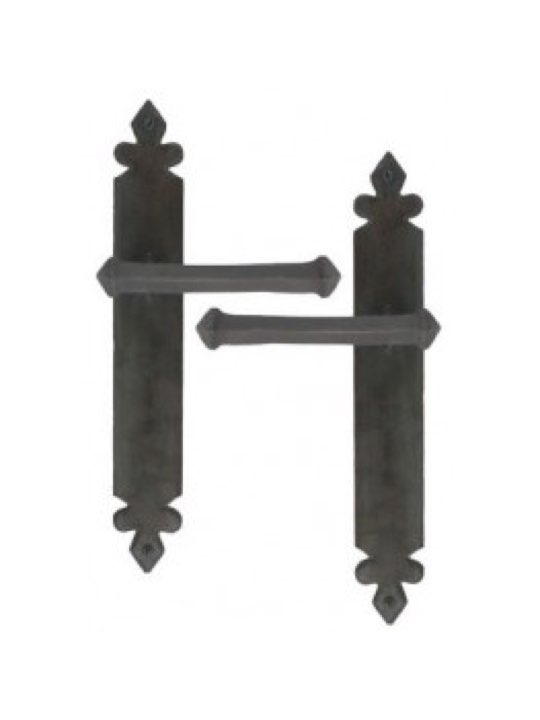 Tudor Lever Latch Set